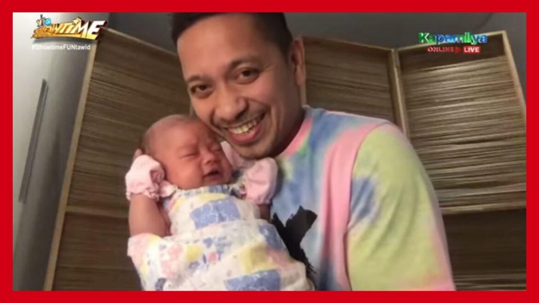 Jhong Hilario, buong-pagmamalaking ipinakilala ang baby sa 'It's Showtime'